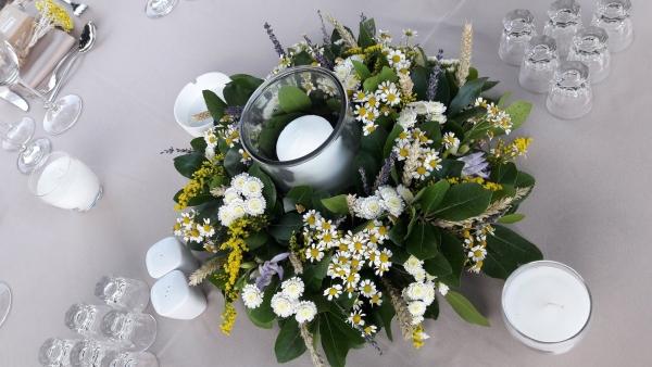 Στολισμός γάμου με χαμομήλι και λεβάντα
